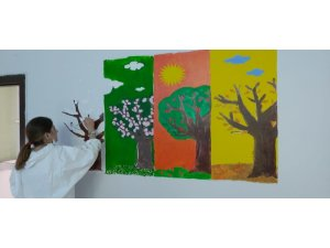 AFAD gönüllüleri, çocuklar için sınıfları boyadı