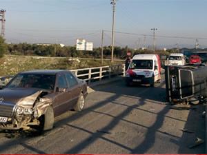 Köprüde araç takla attı: 3 yaralı