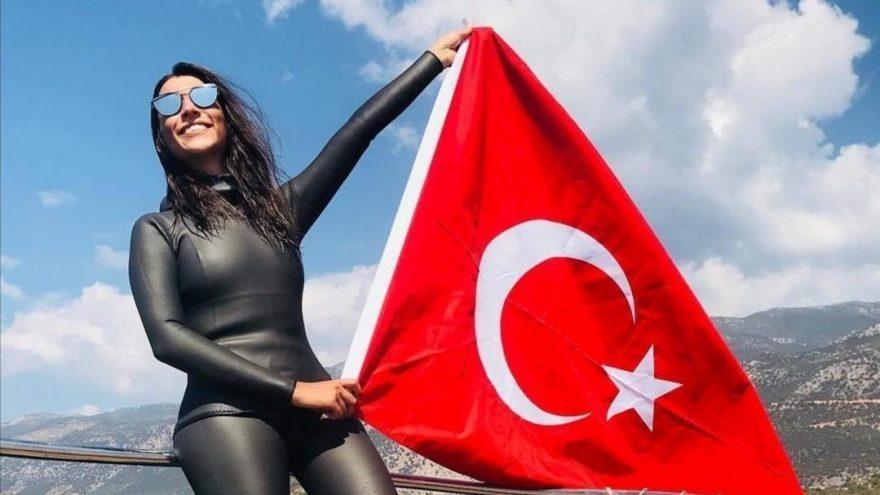 Milli serbest dalışçı Fatma Uruk, Meksika'da şampiyon oldu ve Türkiye rekorunu kırdı