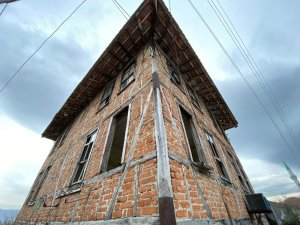 Konuralp de tarihi evler restore ediliyor