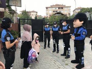 Ataşehir'de okullarda maske ve dezenfektan dönemi