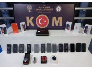 Isparta'da kaçak cep telefonu ve elektronik eşya operasyonu
