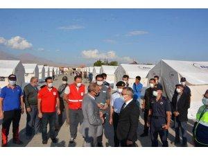 """Niğde Valisi Şimşek: """"Obruk köyü depreminde 17'si ağır 143 evde hasar var"""""""