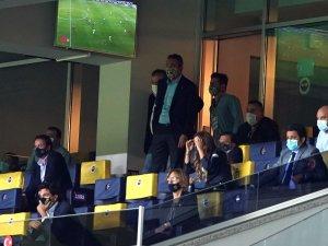 Koç ve Belözoğlu son dakikayı ayakta izledi