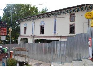 Tarihi Kocaseyfullah Camii restore ediliyor