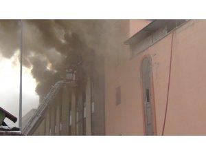 Bursa'da mobilya fabrikasında çıkan yangın 2,5 saatte söndürüldü