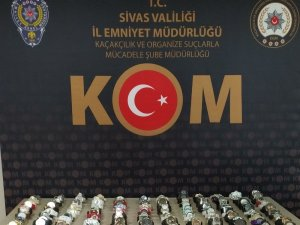 Sivas'ta 60 bin TL değerinde 141gümrük kaçağı kol saati ele geçirildi