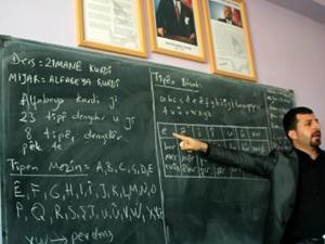 Öğretmenler 2 saat Kürtçe ders verdi