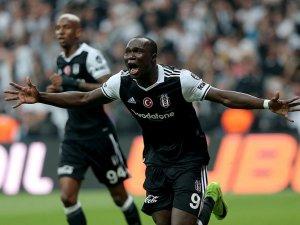 Beşiktaş, Kamerunlu santrfor Vincent Aboubakar'ın lisansını çıkardı.