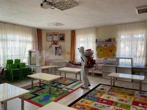 Kuşadası'ndaki okullarda dezenfeksiyon işlemi sürüyor