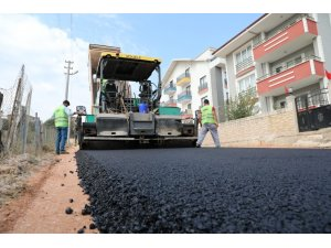 İzmit Belediyesinden Alikahya'da 8 sokakta birden asfalt mesaisi