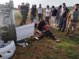 Ciple çarpışan otomobil takla attı: 3 yaralı