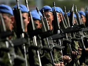 Sınırda askerlere taşlı saldırı: 6 yaralı