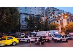 Şişli'de bir kişi börekçiden aldığı bıçakla cadde üzerinde tartıştığı kişiyi öldürdü