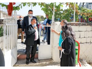 Başkan Yalçın'dan işitme engellilere özel şeffaf maske