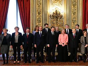 İtalya'nın en genç başbakanı yeni hükümeti kurdu