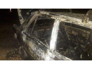 Orman yangın söndürme ekipleri yanan aracı söndürdü