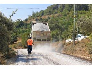 Mersin'de mahalle grup yolları asfaltlanıyor
