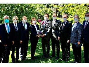 Başkan Arslan İmamoğlu ile görüştü