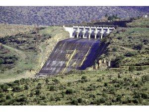 Güzelhisar Barajı'nda su seviyesi yarıya indi