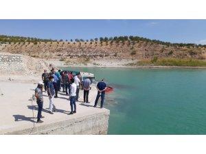 Atatürk Baraj Gölü'ne 300 bin balık yavrusu bırakıldı