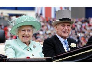 Kraliçe Elizabeth, yıl sonuna kadar büyük saray etkinlikleri iptal etti