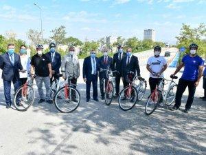 Büyükşehir Belediyesi ilk bisiklet yolunu Başkent Üniversitesi'nde yaptı.