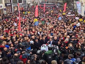 CHP'lilerden Taksim'de Yolsuzluk Protestosu