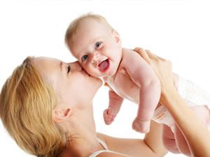 Bebekleri öpmek neden zararlı?