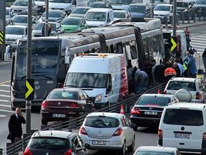 Metrobüs kazası: 2 yaralı