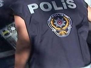 Şüpheliyi kovalayan polisin kolları kırıldı