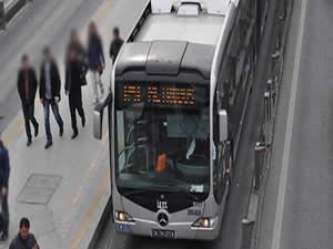 Metrobüsün tekeri patladı