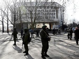 Kırım parlamentosu kuşatıldı