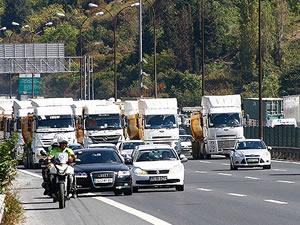 FSM'de 3 şerit trafiğe kapalı