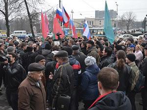 Hükümet ile Rusya yanlısı göstericiler eylemlerini sürdürdü