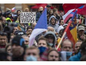 Prag'da holiganlar polisle çatıştı: 20 yaralı, 16 gözaltı