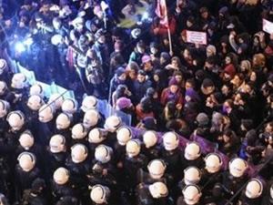 Gezi Parkı'nda kadınlarla polisler arasında arbede