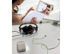Online eğitimde kulaklıklara dikkat