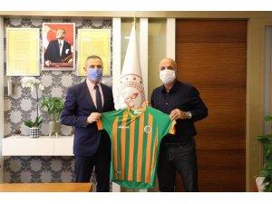 Başkan Çavuşoğlu'ndan İl Milli Eğitim Müdürü Er'e forma