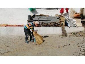 Sındırgı'nın Akçakısrak Mahallesi temizliği ile örnek oluyor
