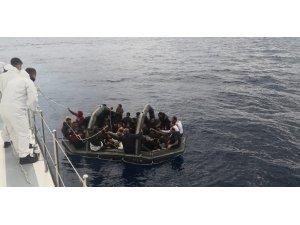 Yunan askerleri sınırları aştı, mültecileri Türk karasularına bırakıp kaçtı