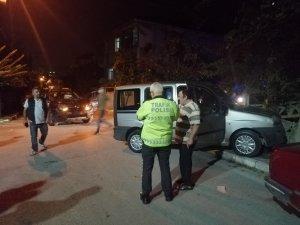 Kocaeli'de hafif ticari araç ile cip çarpıştı: 3 yaralı