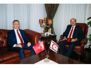 KKTC Cumhurbaşkanı Tatar, Cumhurbaşkanı Yardımcısı Oktay'ı ile bir araya geldi