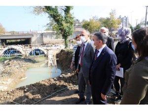 Vali Atay Roma dönemine ait tarihi taş köprüyü inceledi