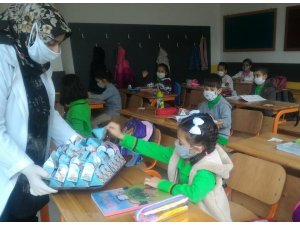 Teneffüste öğrencilerin ağızları 'Afyon Lokumu' tatlandırdı