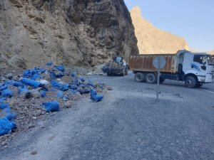 Zap Suyu çevresi çöplerden arındırıldı