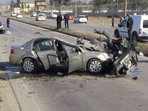 Otomobil park halindeki araçlara çarptı: 1 ölü