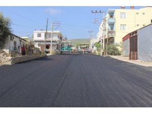 Büyükşehir Belediyesi, Silifke'de asfalt çalışmalarına devam ediyor