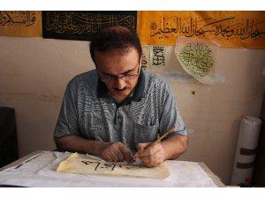 40 yıllık hattat Irak Türkmeni Al Zamo sanatını yaşatmak için destek bekliyor