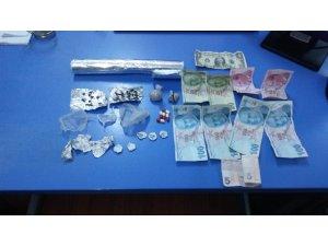 Afyonkarahisar'da uyuşturucu ticareti yapan 2 kişi tutuklandı